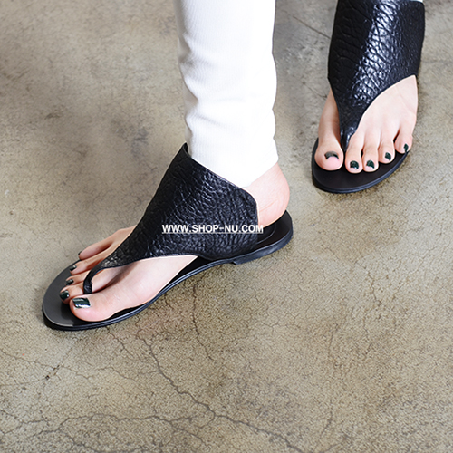 BUBBLE LEATHER THONG SLIPPERS 0.5