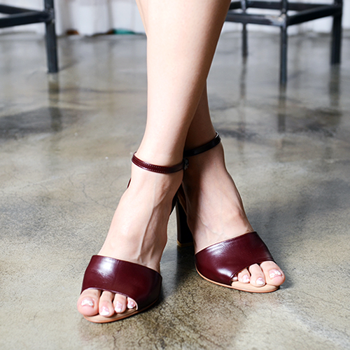 BURGUNDY LEATHER BAND SANDALS 9