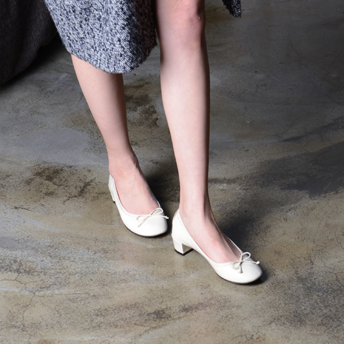 IVORY PATENT LEATHER BALLERINAS 3.5